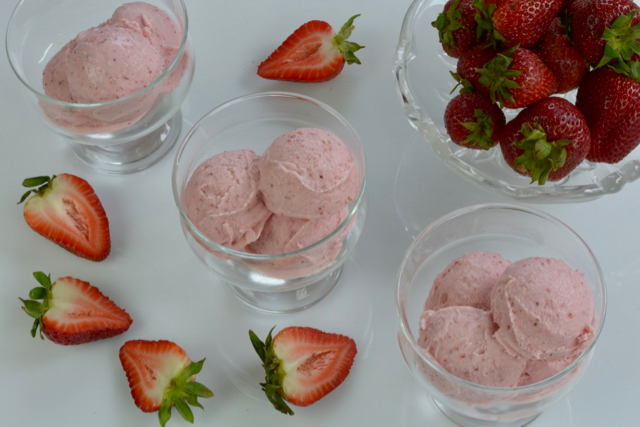 Dishes of Strawberry Cheesecake Ice Cream with fresh strawberries for garnish.