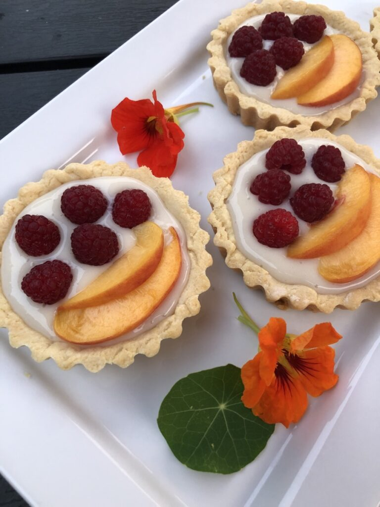 Fresh Fruit Tart with vanilla cream filling